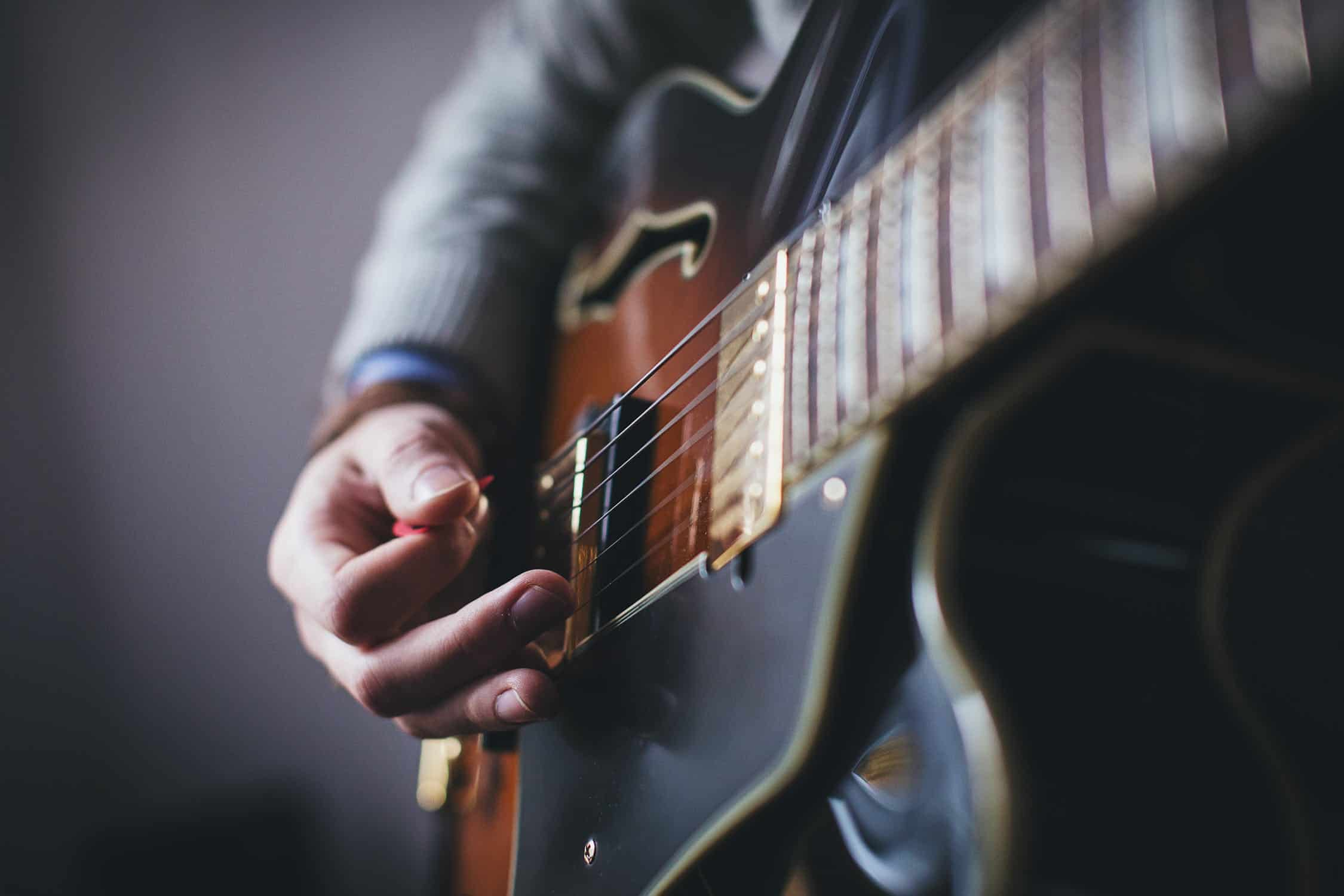 Guide to Basic Guitar Chords (with Pictures of Hands)